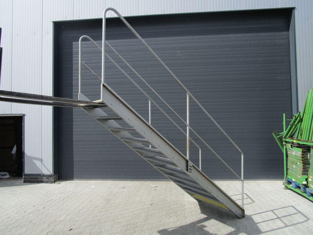 treppe gebraucht stahltreppe gartentreppe leiter. Black Bedroom Furniture Sets. Home Design Ideas